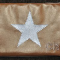 CARIS-Taschen - Laptop-Tasche mit Aplikation und Initialen - Kunstleder in gold und silber
