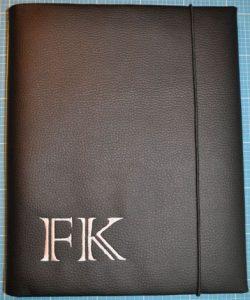 CARIS Nähwerkstatt - personalisierte Geschenke, Blockhülle A4 mit Initialen
