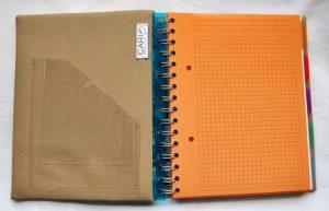 Caris Taschen, personalisierte Blockhuelle mit Monogrammstickerei - vorne innen