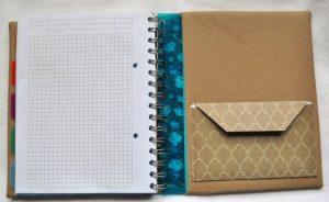 Caris Taschen, personalisierte Blockhuelle mit Monogrammstickerei - hinten innen