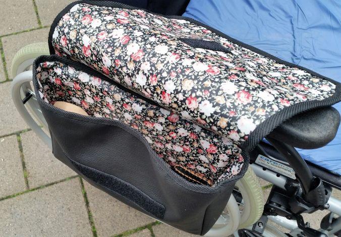 de5a19337080c5 CARIS-Taschen - Eine Handtasche für den Rollstuhl!