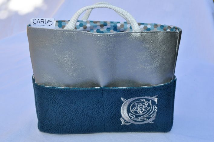 CARIS Nähwerkstatt - Personalisierter Taschen-Organizer mit individueller Stickerei