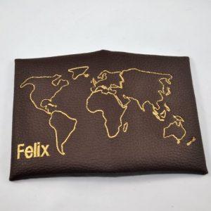 CARIS Naehwerkstatt - Huelle für Reisepass mit Weltkarte und Namen