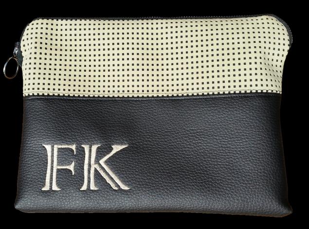 CARIS Taschen - Tablettasche mit Initialen